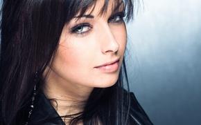 Picture face, brunette, blue eyes