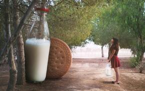 Picture girl, milk, cookies
