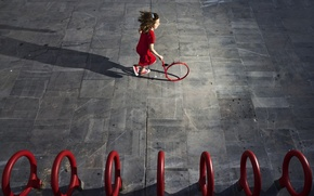 Picture circles, running, girl, Who is the next?