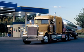 Picture the sky, truck, the front, classic, freightliner, track, tractor, Trak, classic, tank, gas station, Flatliner