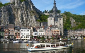 Picture the city, river, promenade, Northern France