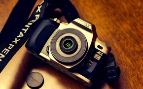 Picture background, camera, MZ-L + smc PENTAX-DA40mmF2.8 XS