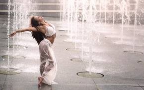 Picture girl, dance, fountains, Romina Micheletty