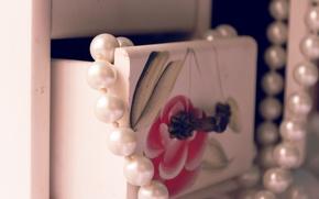 Picture macro, figure, beads, box