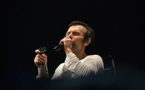 Picture singer, microphone, Okean Elzy, Vakarchuk, music