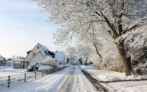 Picture road, the sun, snow, trees, traces, the fence, view, home, frost, beautiful, the village, winter …