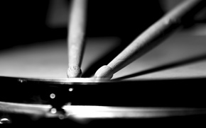 Picture macro, black and white, sticks, drums
