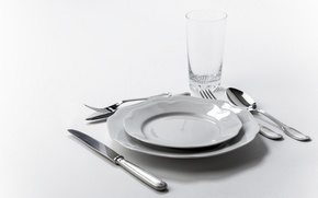 Picture glass, spoon, knife, plates, plug, serving