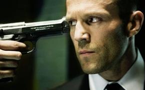 Wallpaper gun, weapons, hand, actor, Jason Statham, the carrier, Jason Statham