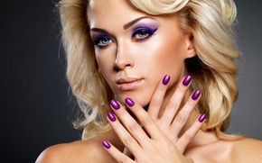 Picture blonde, makeup, painted nails