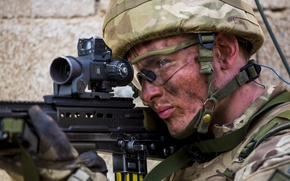 Picture weapons, soldiers, Royal Marine Commandos