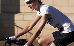 Picture girl, bike, t-shirt, Anouck Lepere