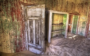 Wallpaper room, the door, sand
