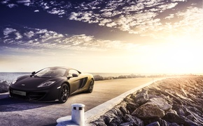 Picture the sky, clouds, McLaren