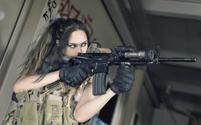 Picture girl, weapons, Carole Mitsuko