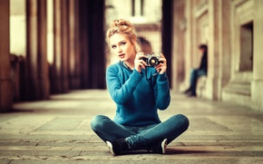 Wallpaper girl, the camera, Lods Franck