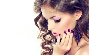 Picture face, background, model, hair, hand, earrings, makeup, curls, manicure