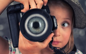 Picture eyes, the camera, girl