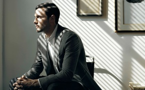 Picture costume, profile, male, sitting, Noah Mills