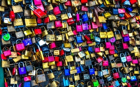 Picture words, phrases, drawings, many colors, different padlocks