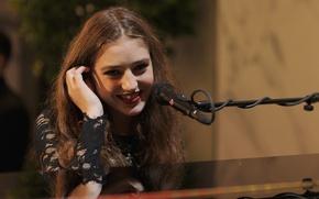 Picture microphone, Birdy, Jasmine van den Bogaerde, British singer, Birdie
