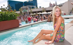 Picture Katrina Bowden, Katrina Bowden, The pool