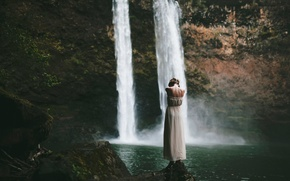 Picture girl, waterfall, Then you fall, First you feel