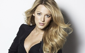 Picture portrait, blonde, Blake Lively