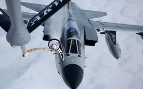 Picture fighter, bomber, refueling, Panavia Tornado