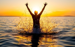 Picture WATER, HORIZON, The SKY, DROPS, The SUN, HANDS, SQUIRT, MALE, LIGHT, EMOTIONS, JOY, RAYS, SUMMER, …