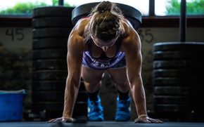 Picture pose, female, crossfit, weighing pushups