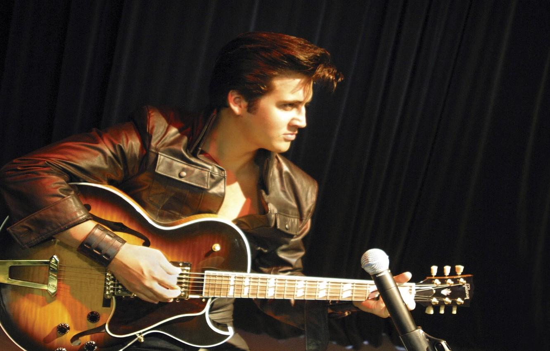 Фото обои гитара, микрофон, король, актер, певец, МУЗЫКА, ОБОИ, Рок-н-ролл, Элвис Пресли, Elvis Presley