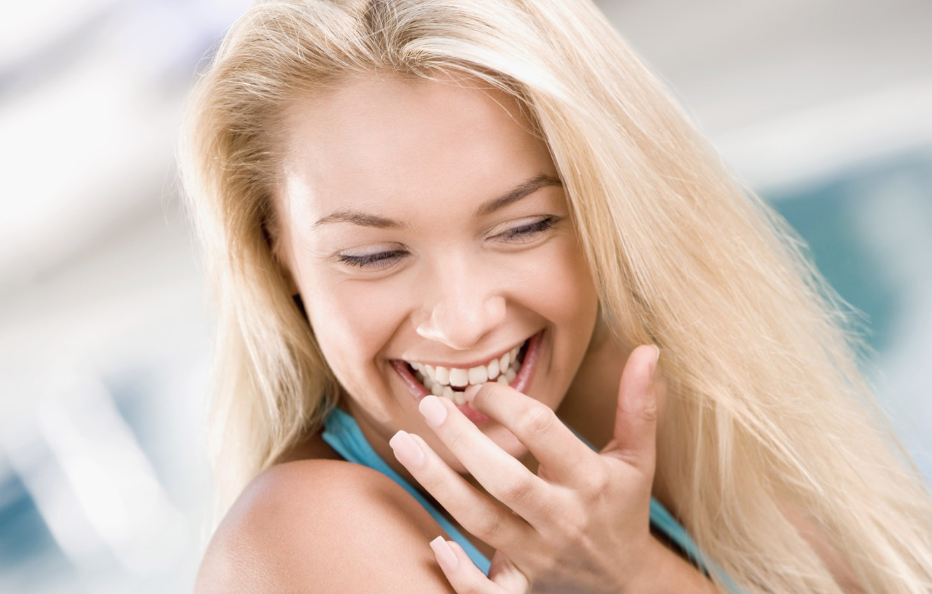 Photo wallpaper girl, joy, smile, background, girls, mood, fun, hand, laughter, teeth, blonde, fingers, tooth, nails, widescreen …
