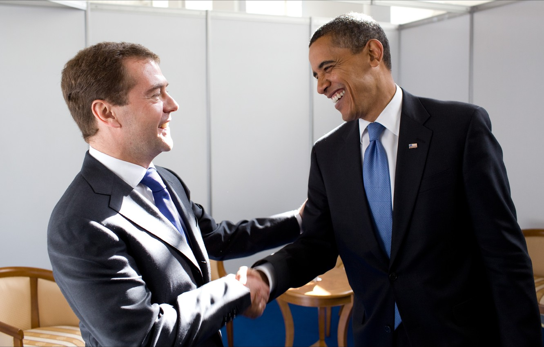 Photo wallpaper smile, meeting, friendship, friends, presidents, 2009, Moscow, Barack Obama, handshake, friends, Medvedev