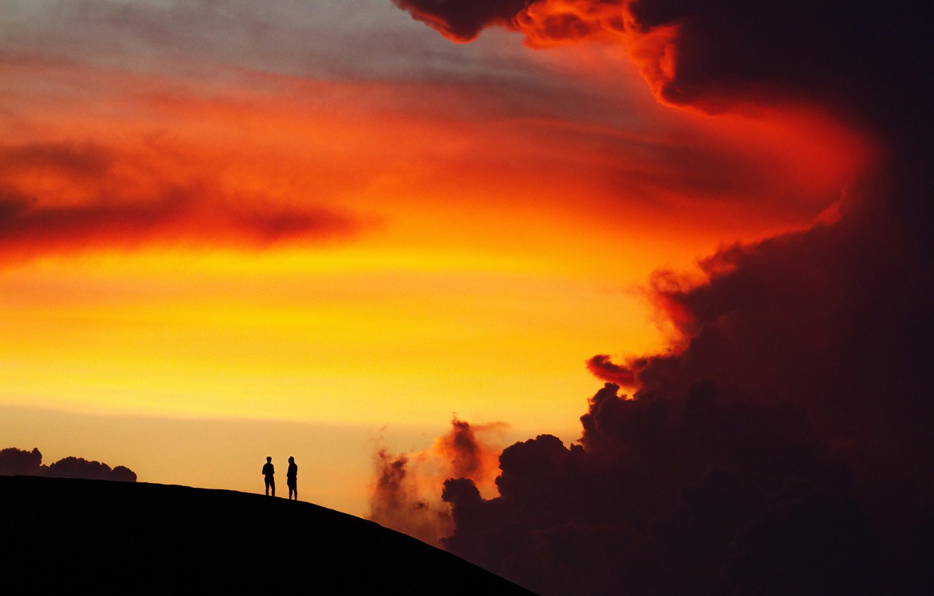 Photo wallpaper twilight, nature, sunset, cloud, hill, dusk, men, silhouettes, breathless