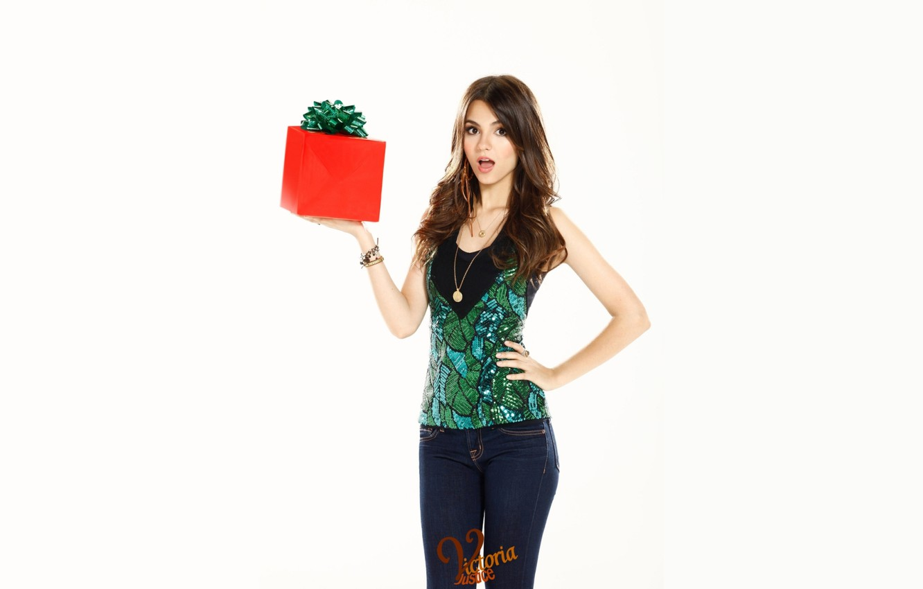Photo wallpaper girl, face, box, gift, figure, actress, brunette, singer, beauty, bow, dancer, Victoria Justice, Victoria Justice