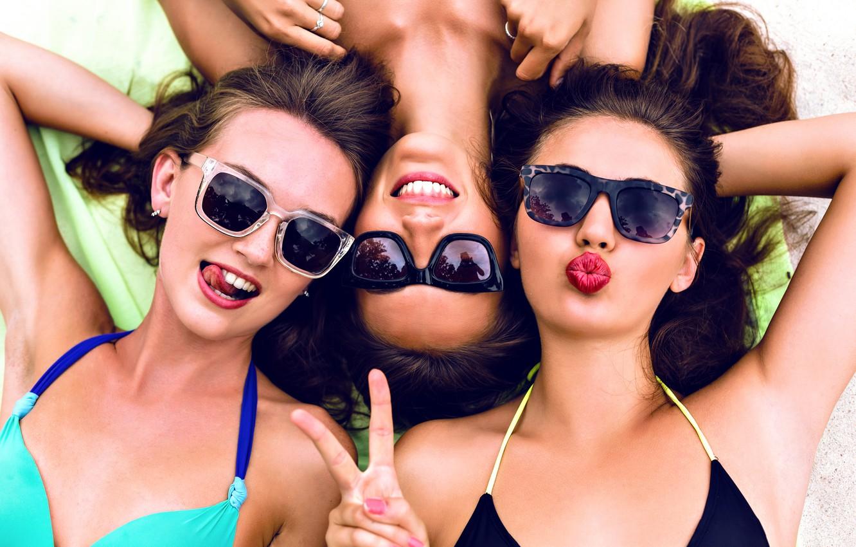 Wallpaper Fun Friends Bikini Sunglasses Images For Desktop
