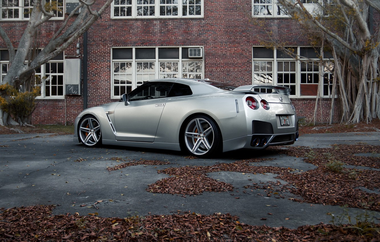 Photo wallpaper leaves, trees, the building, Windows, silver, nissan, rear view, Nissan, gtr, wing, r35, silvery, grt