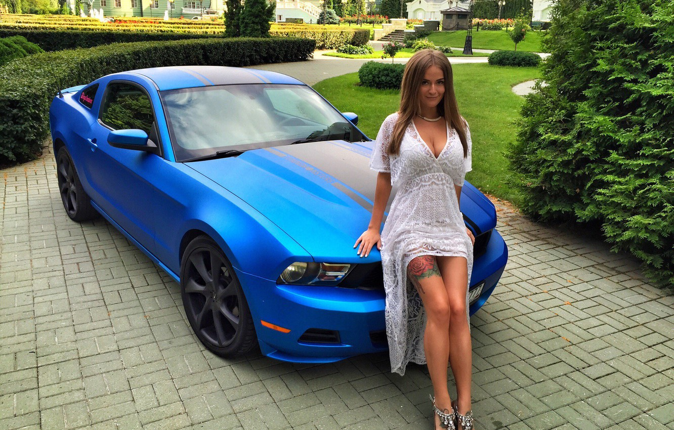Photo wallpaper machine, chest, eyes, look, girl, face, the city, smile, street, hair, Mustang, Ford, hands, figure, …