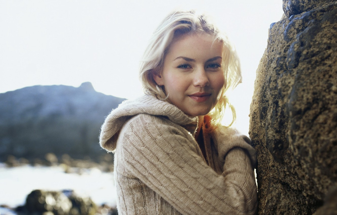 Wallpaper Photo Elisha Cuthbert Actress Elisha Cuthbert