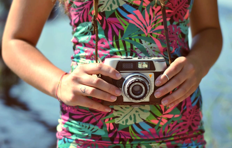 Photo wallpaper camera, hands, ring, the camera, lens