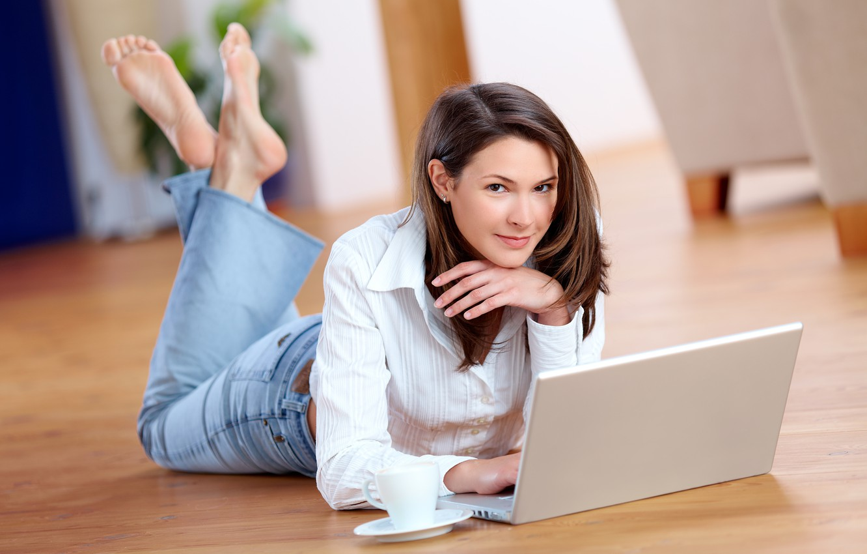 Wallpaper Look Girl Jeans Floor Laptop Shirt Brown Hair Brown Eyed Images For Desktop Section Devushki Download