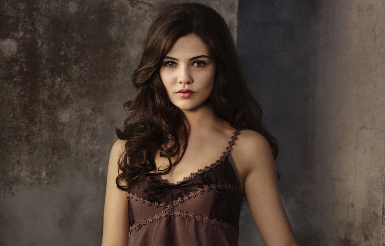Wallpaper Girl Green Eyes Long Hair Brown Hair Beautiful Pretty Face Pose Cute Actress Pretty Girl Witch Pretty Face Kuwaii The Originals Danielle Campbell Images For Desktop Section Filmy Download