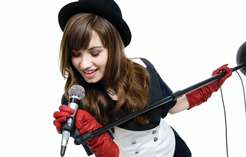 Photo wallpaper hat, singer, demi lovato