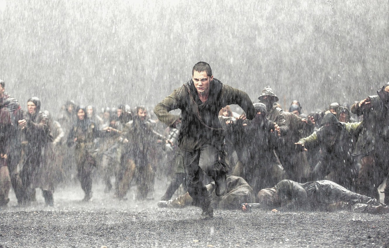 Photo wallpaper rain, movie, the film, the crowd, running, the shower, runs, Logan Lerman, Noah, NOAH, Ham, …