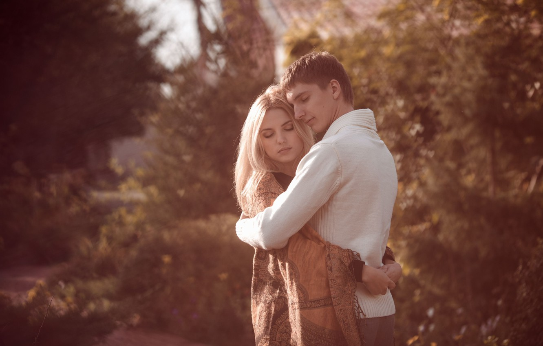 Photo wallpaper girl, love, background, widescreen, Wallpaper, mood, foliage, woman, blur, hugs, pair, wallpaper, male, love, guy, …