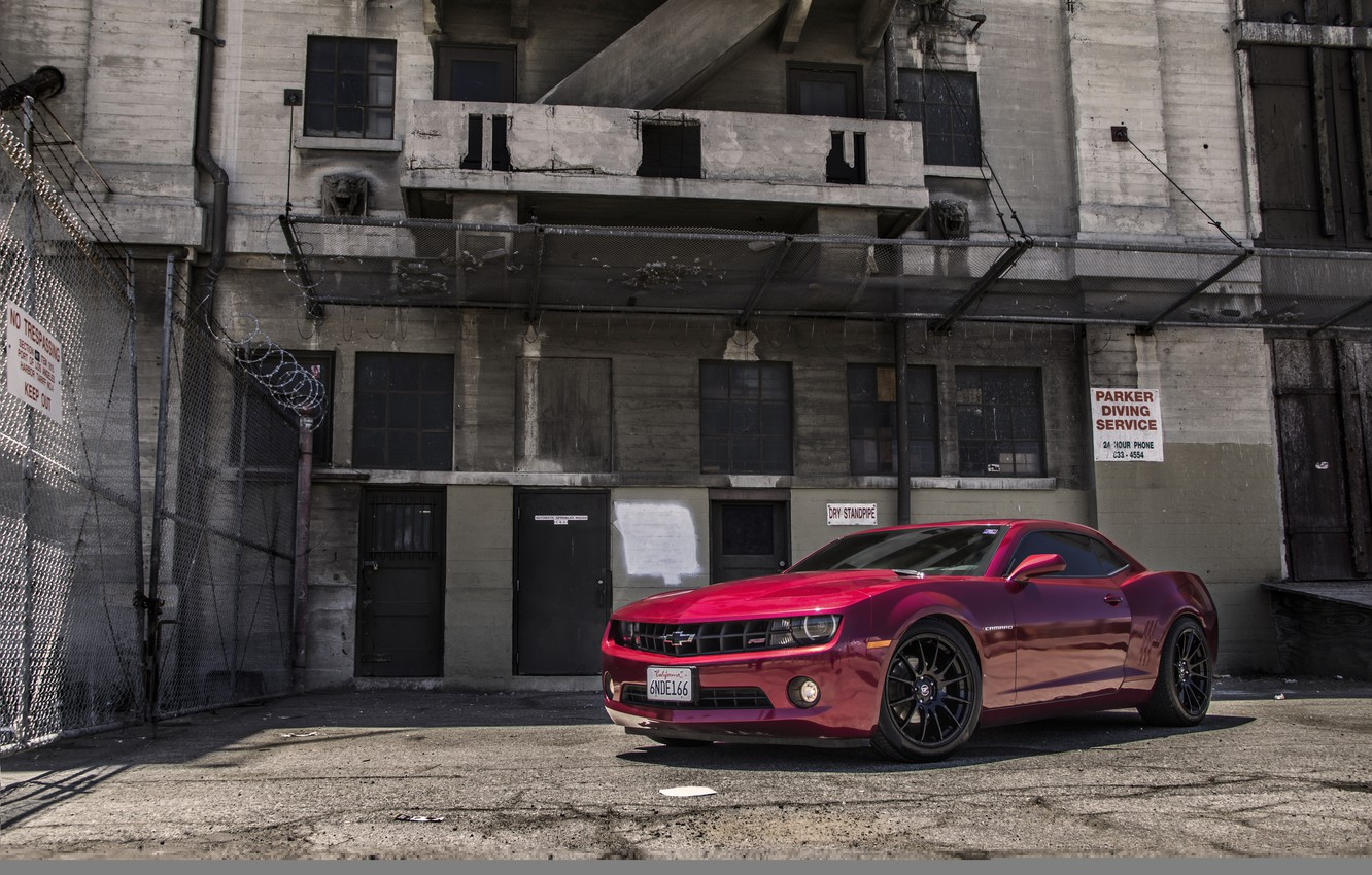 Photo wallpaper red, the building, red, Chevrolet, chevrolet, Camaro, camaro rs