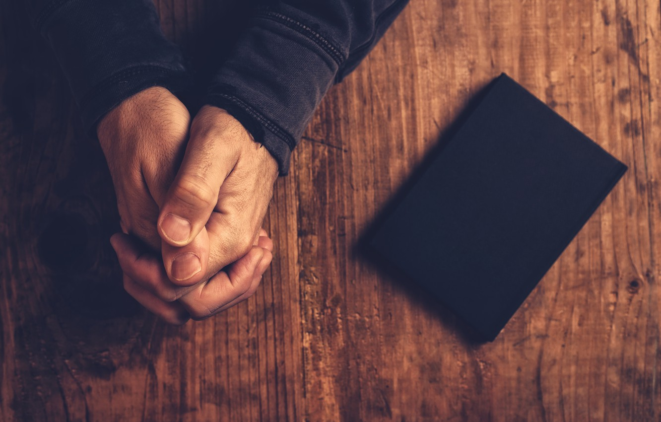 Photo wallpaper faith, book, hands, justice, fingers