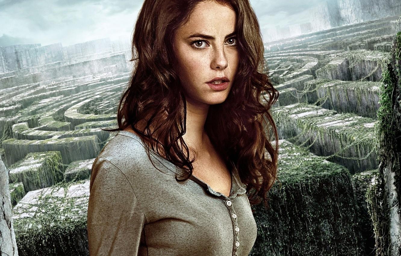 Photo wallpaper cinema, girl, British, sky, woman, survivor, face, labyrinth, film, Kaya Scodelario, vegetation, 2014, The Maze …