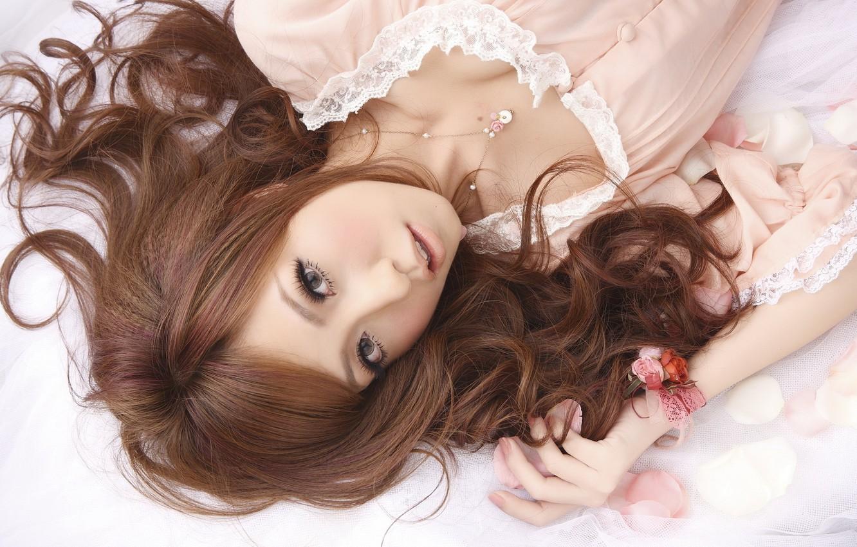 Photo wallpaper look, model, Girl, petals, pendant, lies, bracelet, red, lace, brown-eyed